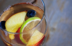 white sangria recipe with grilled fruit