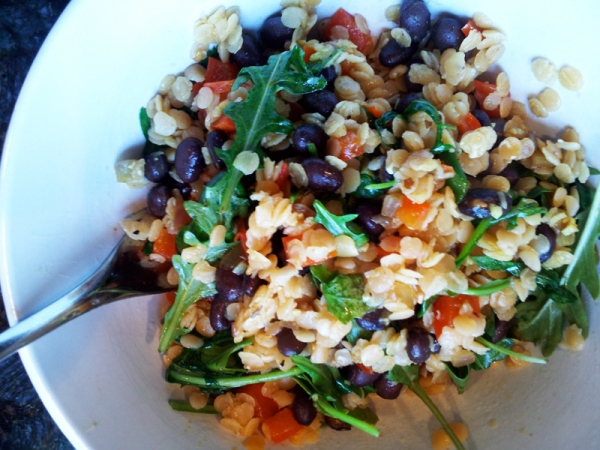Curry red lentils with Black beans, tomatoes and arugula recipe