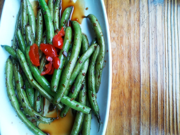 Stir-fry sauce and garlic green beans, Smith Commons